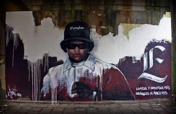800px-Memorial_Eazy-E_made_by_streetartist_LJvanT_@_Leeuwarden_the_Netherlands