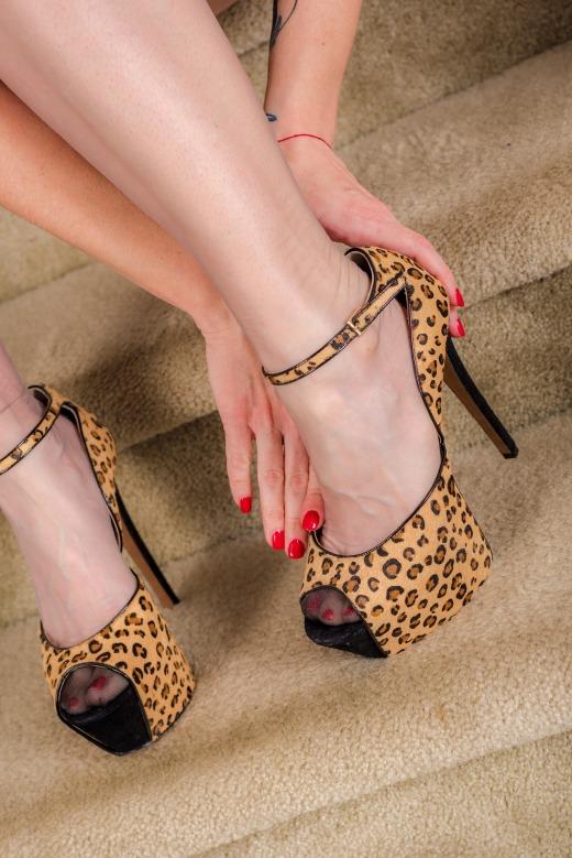 feet-1839102_1920