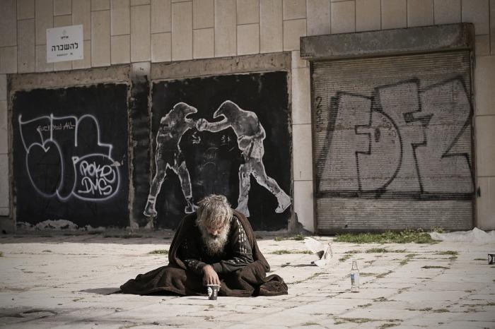 homeless-2223116_1280