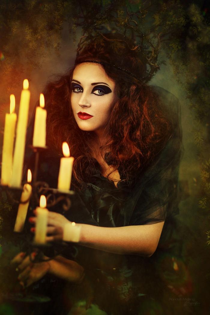 sorceress-539681_1920