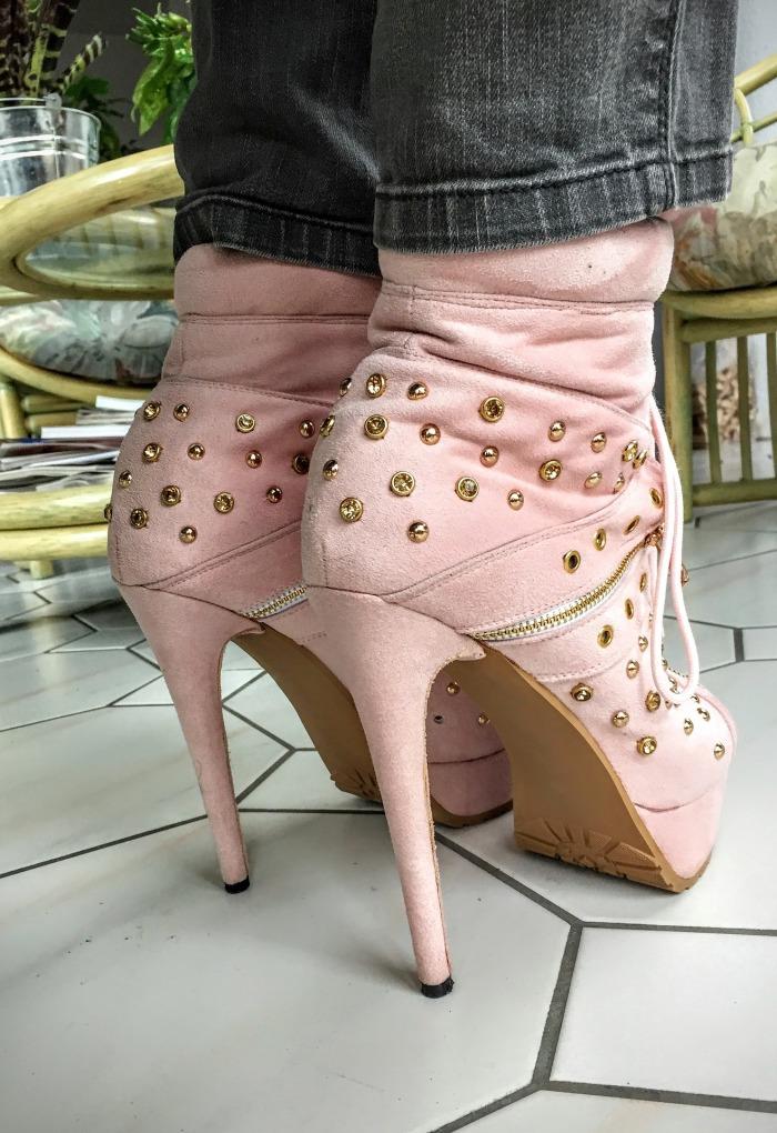 high-heels-1079167_1920