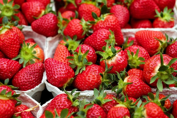strawberries-1396330_1920