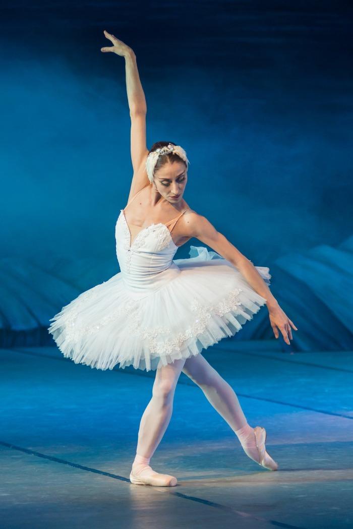 ballerina-2122473_1920