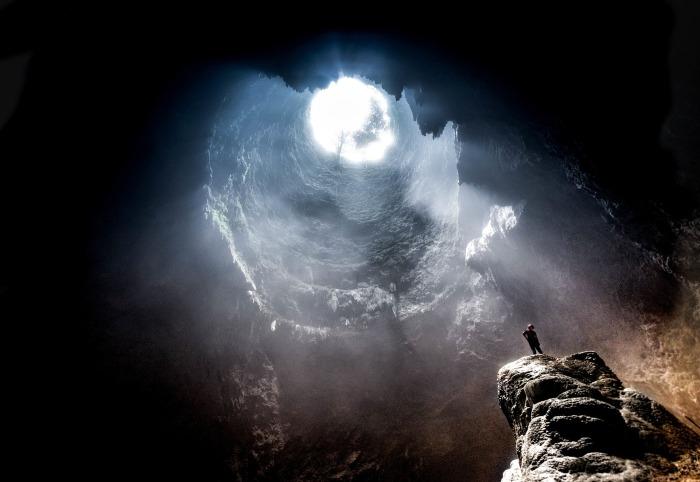 cave-2604672_1920